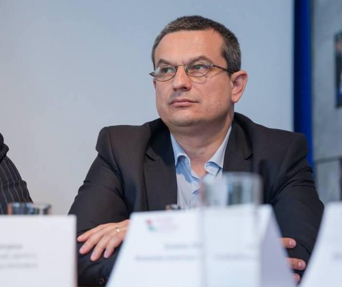 Ministerul Educatiei a fost amendat cu 2.000 de lei de Consiliul pentru Combaterea Discriminarii, pentru lipsa manualelor speciale de romana si a noilor programe scolare pentru elevii maghiari - Edupedu