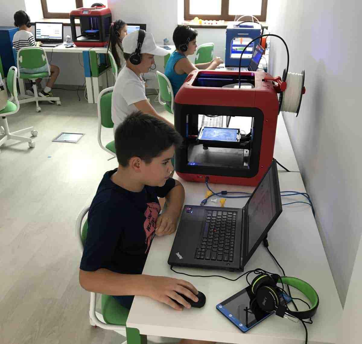 Copii in Makerspace-ul NextLab.Tech / Foto: nextlab.tech
