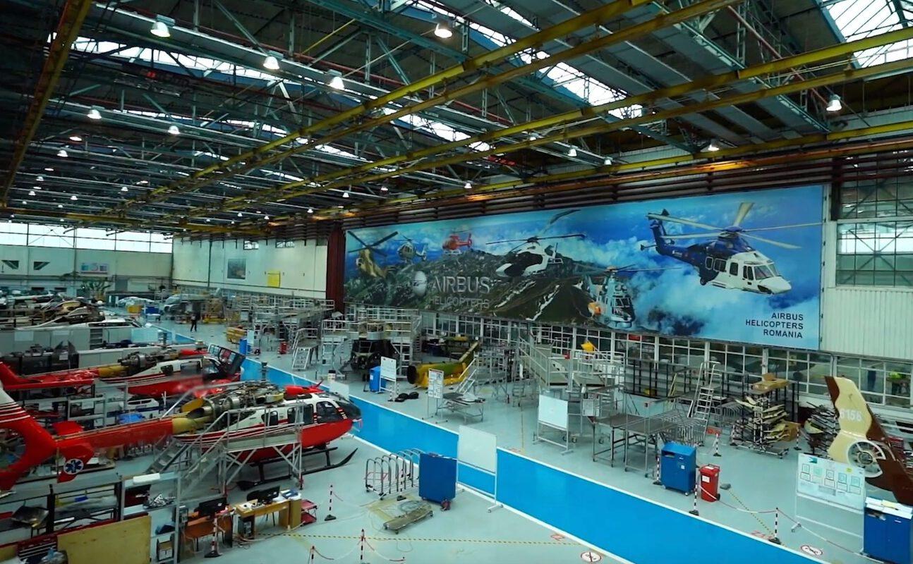 Tehnicieni specializați în aviație și instalații de zbor, formați la Colegiul Tehnic Transilvania din Brașov cu practică la fabrica Airbus Helicopters