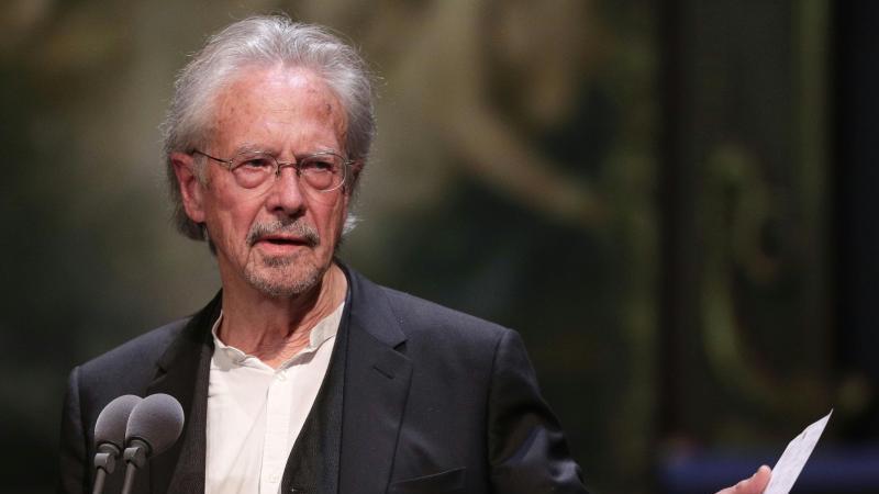 Revolta in Albania, Bosnia si Kosovo, dupa ce austriacul Handke a primit Nobelul pentru Literatura: 'Un admirator al lui Milosevici, dublat de un negationist, primeste Premiul Nobel' - presa kosovara - Edupedu