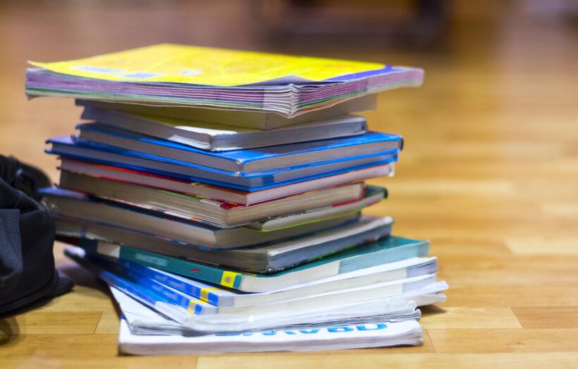 Licitația de manuale pentru clasa a VIII-a
