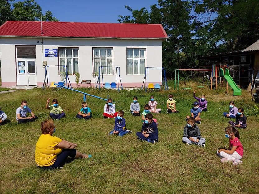 Școala de vară World Vision: Aproximativ 4.000 de copii din mediul rural au mers la cursuri în curțile școlilor