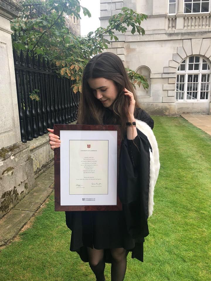 """Absolventă de Drept la Cambridge: Un student exmatriculat pentru că a copiat are valori ce contravin grav corectitudinii și eticii profesionale / Cum îi poți spune unui client """"scuze că ai ajuns la pușcărie din vina mea, dar unde am făcut eu facultatea se copia"""""""