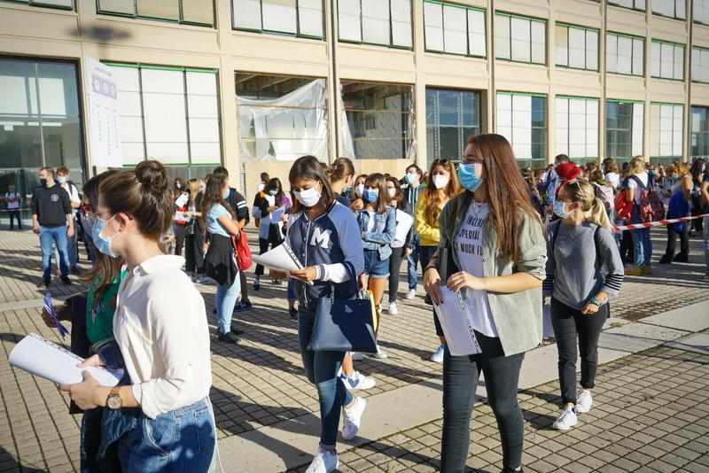 elevi cu masca la scoala