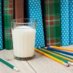 Laptele Școlar, programul care la nivel european a redus abandonul și a cultivat o alimentație sănătoasă pentru milioane de copii, poate renaște și în România